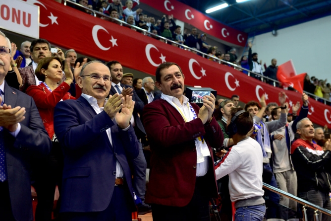 Macaristan'ın VACI NKSE Kadın Hentbol Takımını 33-26'lık Skorla Mağlup Etti